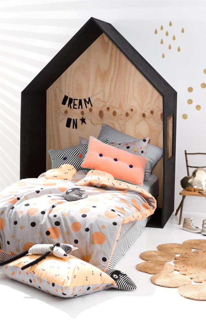 jeté-de-lit-dessus-de-lit-enfant-et-lit-cabane