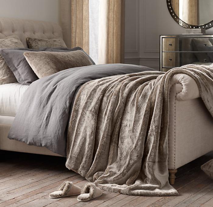 jeté-de-lit-fausse-fourrure-beige-chambre-à-coucher-élégante