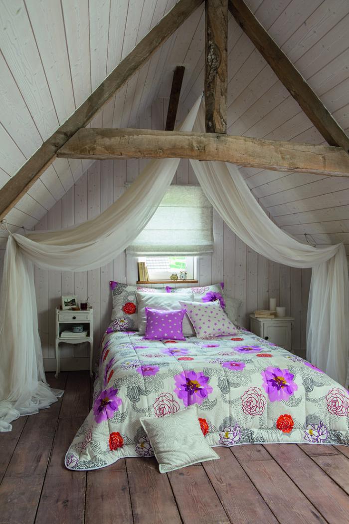 jeté-de-lit-jeté-de-liut-floral-chambre-à-coucher-attique