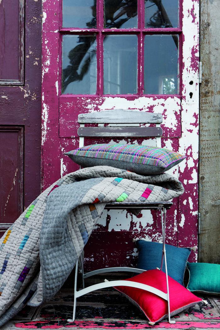 jeté-de-lit-matelassé-couvre-lit-et-beaux-coussins-déco