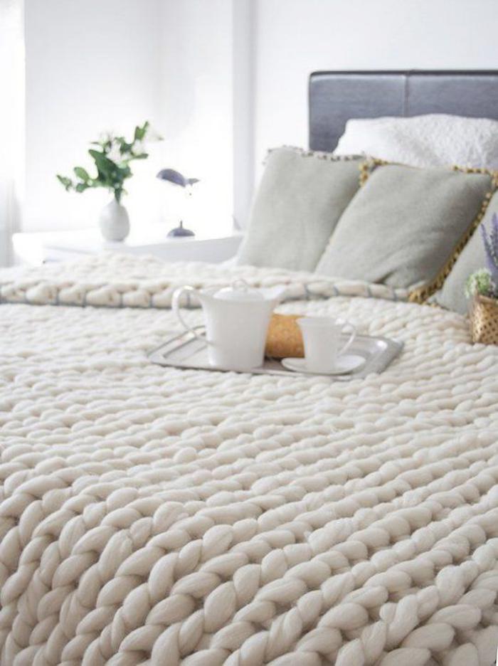jeté-de-lit-original-tricot-blanc-des-couvre-lit-magnifiques