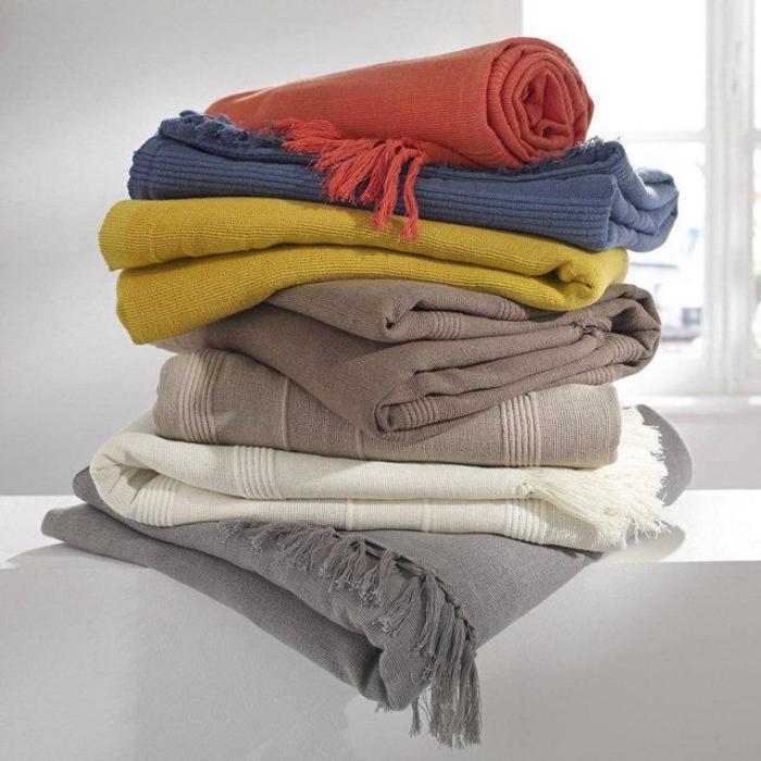 le jet de lit en 44 photos pour trouver le meilleur plaid pour lit archzin. Black Bedroom Furniture Sets. Home Design Ideas