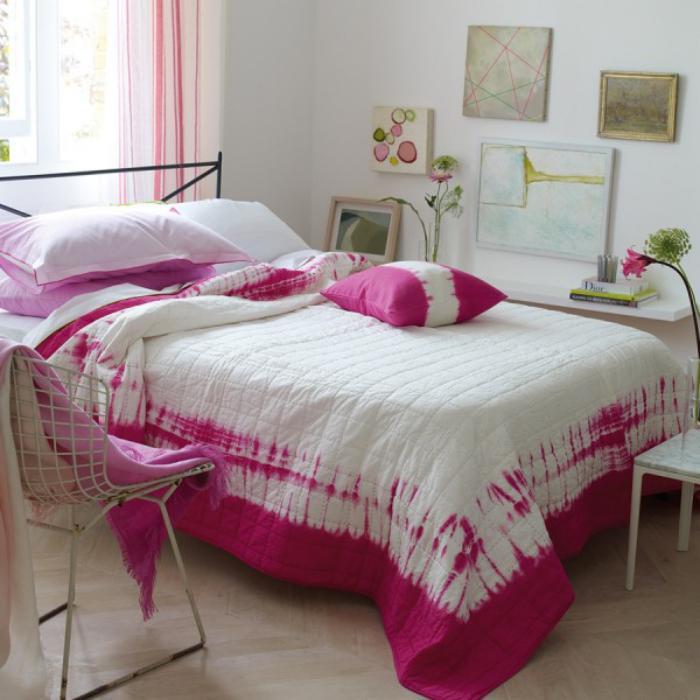 jeté-de-lit-rose-et-blanc-chambre-à-coucher-coquette
