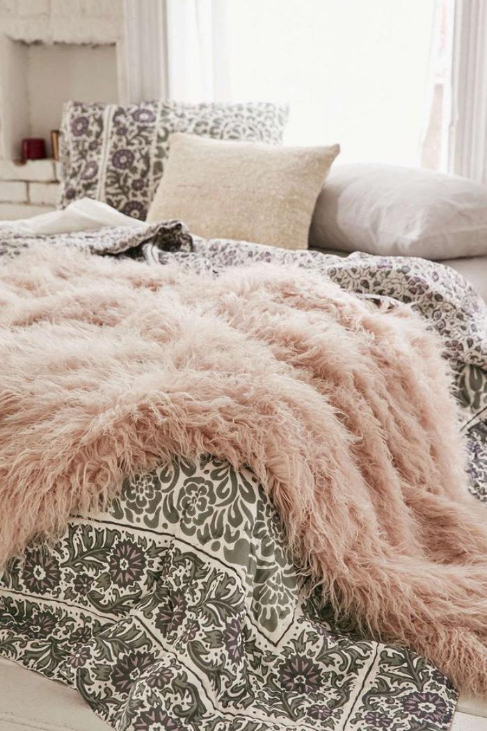 jeté-de-lit-rose-plaid-fausse-fourrure-moelleux