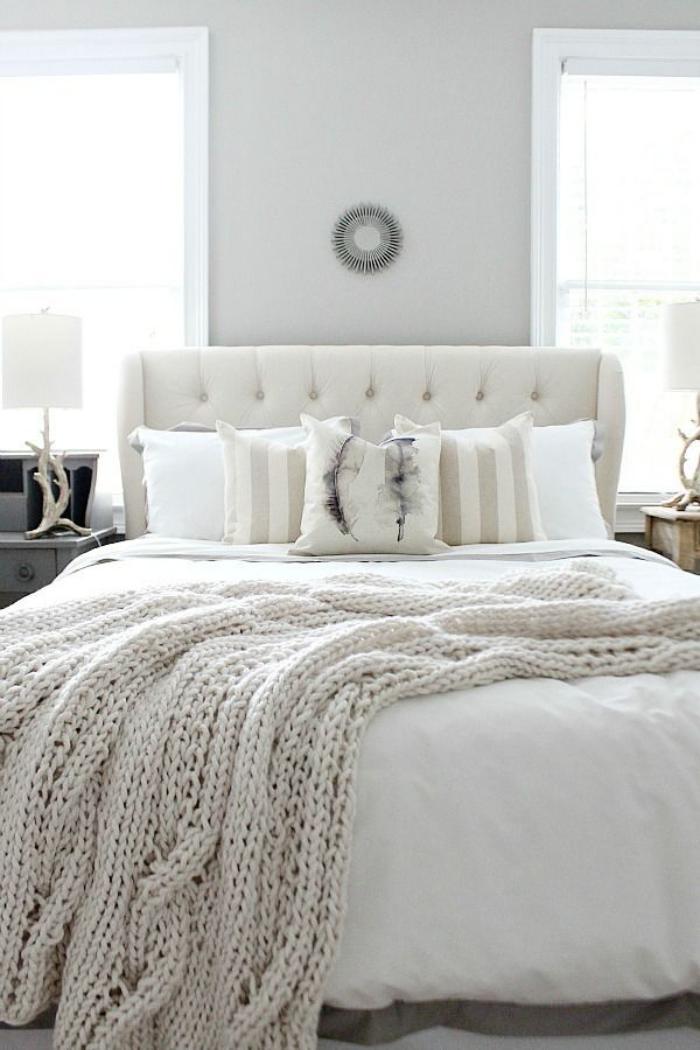jeté-de-lit-un-couvre-lit-blanc-tricoté-à-grosse-maille