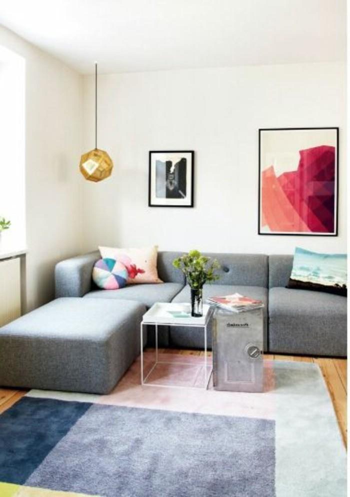 joli-salon-chic-avec-canapé-gris-chiné-canapé-d-angle-gris-tapis-coloré-pour-le-salon