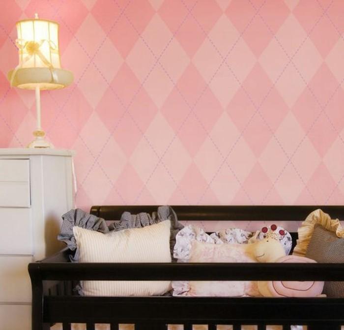 jolie-chambre-d-enfant-avec-mur-rose-pale-chantemur-papier-peint-rose