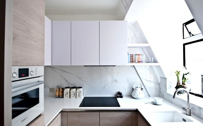jolie-cuisine-avec-dalles-marbre-blanc-et-gris-meubles-de-cuisine-pvc