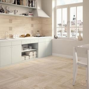 Le carrelage en marbre dans la cuisine, ou dans la salle de bain?