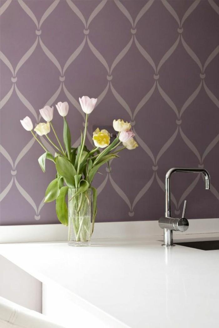 jolie-idee-pour-les-murs-dans-la-cuisine-chantemur-papier-peint-violette-foncé