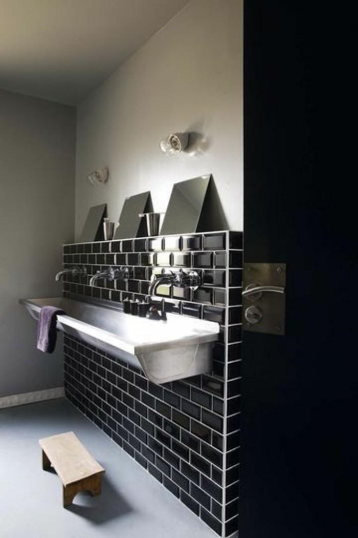La beaut de la salle de bain noire en 44 images for Jolie salle de bain