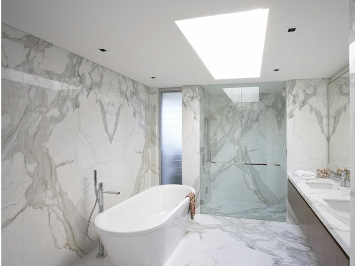 Le carrelage en marbre en 42 photos for Salle bain carrelage blanc