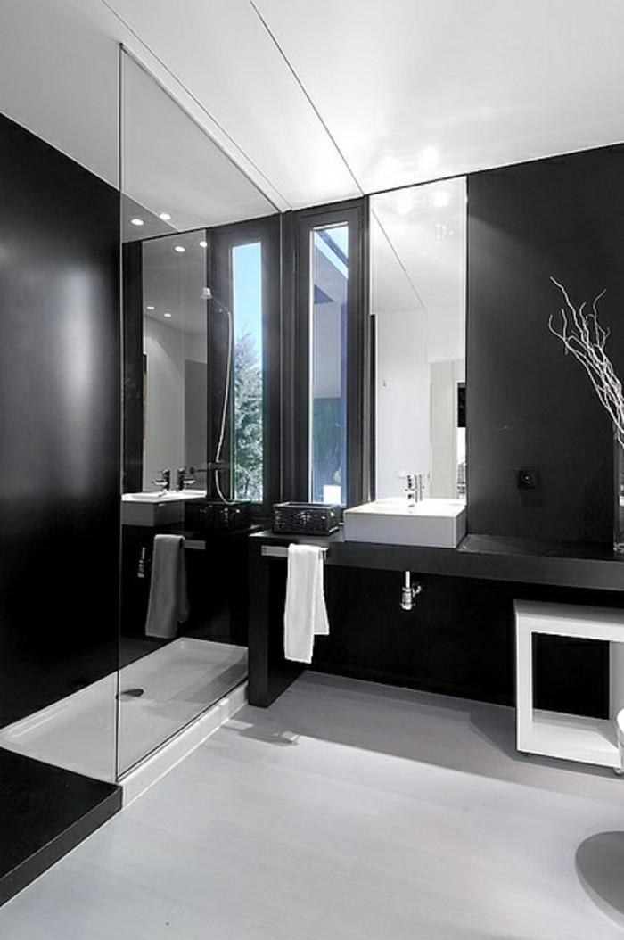 La beaut de la salle de bain noire en 44 images for Salle de bain design noir et blanc