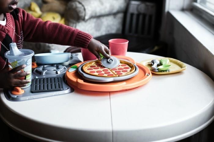 l-adorable-pizza-avec-enfant-jouer-preparer-la-meilleure-pizza-paris-image-la-meilleure-à-trouver