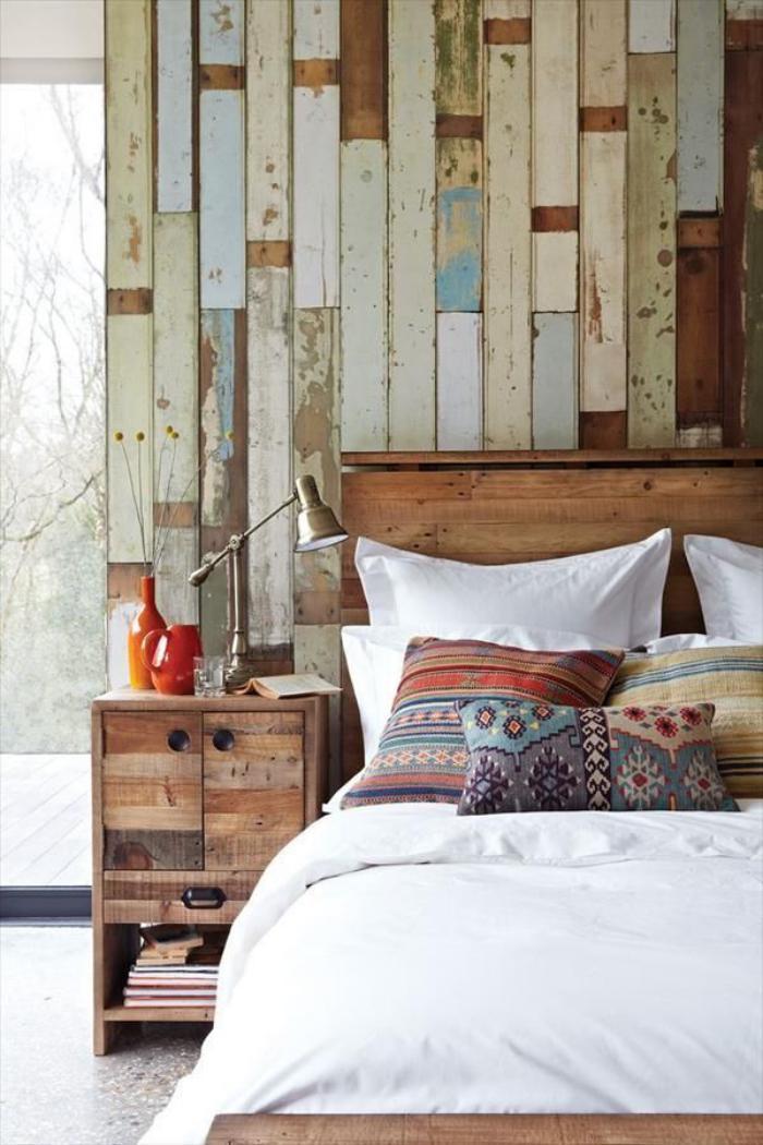 lambris mural en bois de récup pour la chambre à coucher