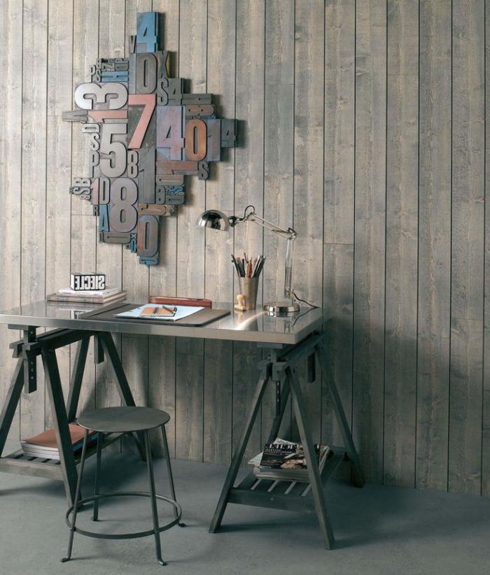lambris-mural-lames-de-bois-verticales-déco-originale-et-petit-bureau