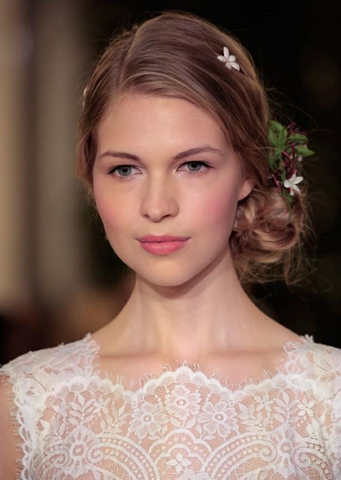 le-chignon-bouclé-mariage-idee-coiffure-chignons-mariage-photo-coiffure-belle-fille