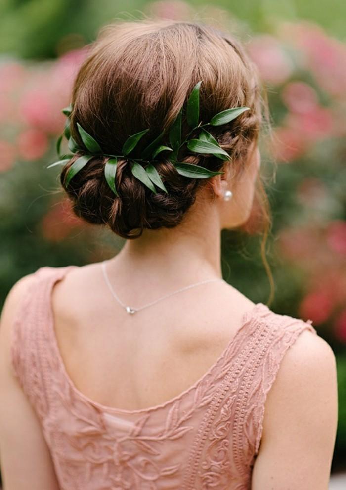 le-chignon-mariage-2014-2015-coiffure-mariée-couronne-tendances-fleurs-cheveux