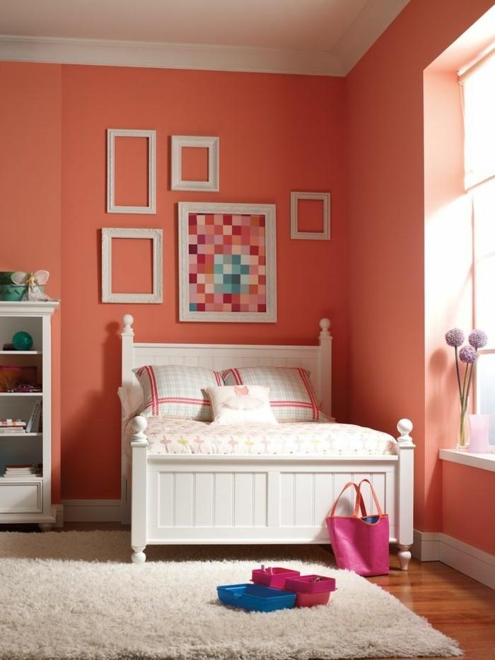 le-salon-moderne-en-corail-couleur-idee-deco-salon-mur
