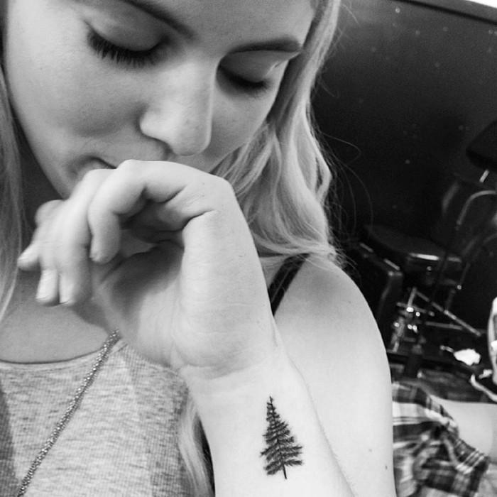 Cool id es pour le tatouage poignet - Tatouage arbre poignet ...