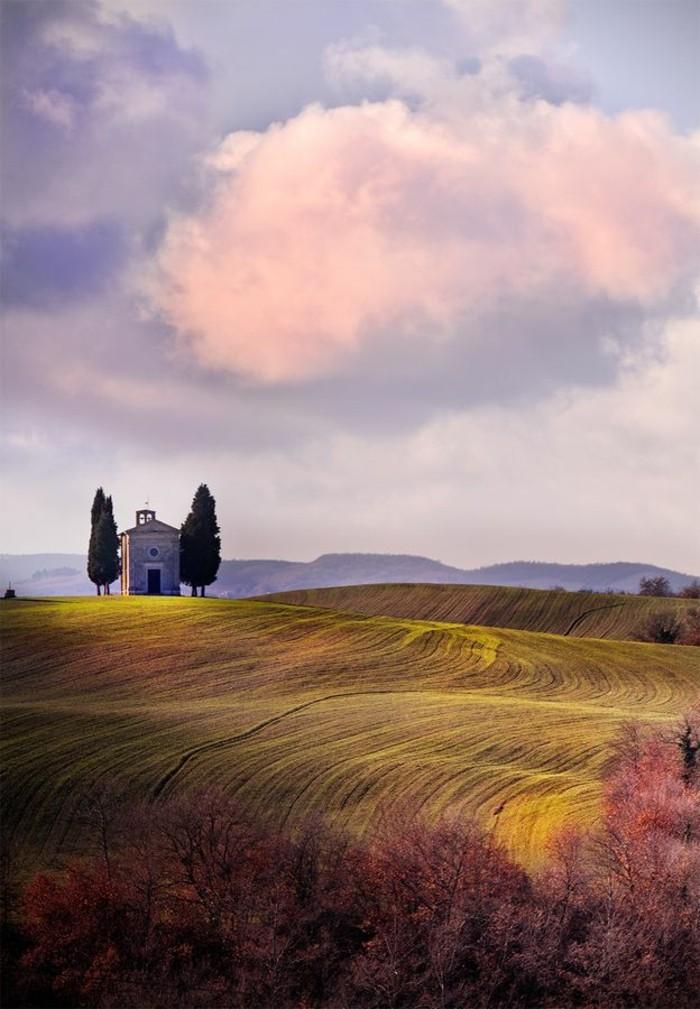 les-champs-italiens-toscane-beau-paysage-italien-séjour-en-toscane-visiter-italie