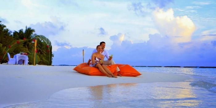 les-iles-maldives-séjour-maldives-voyage-de-noce-maldives-une-couple-heureuse