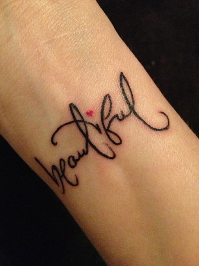 les-tatouages-poignet-tatouage-étoile-poignet-art-de-tattoo-belle