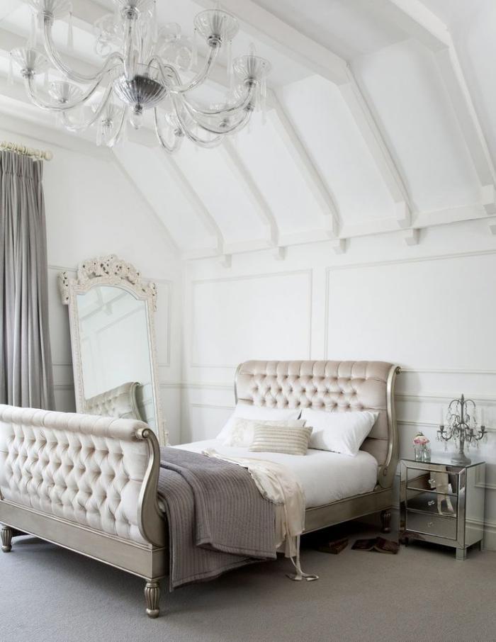 lit-baroque-chambre-à-coucher-originale-avec-déco-glamoureuse