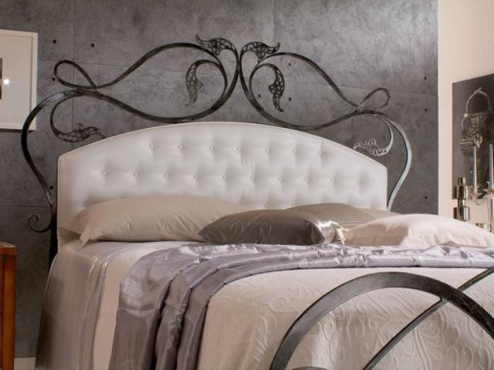 Le lit baroque en 40 photos romantiques - Cadre de lit fer forge ...