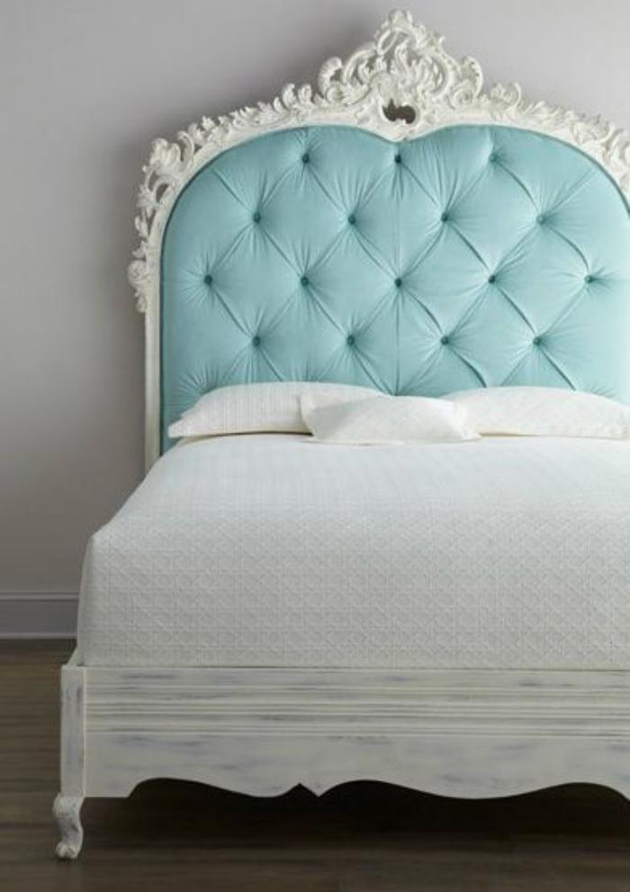 lit-baroque-tête-de-lit-bleue-capitonnée