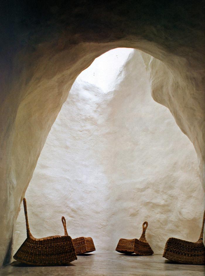maison-troglodyte-intérieur-de-grotte-habitée