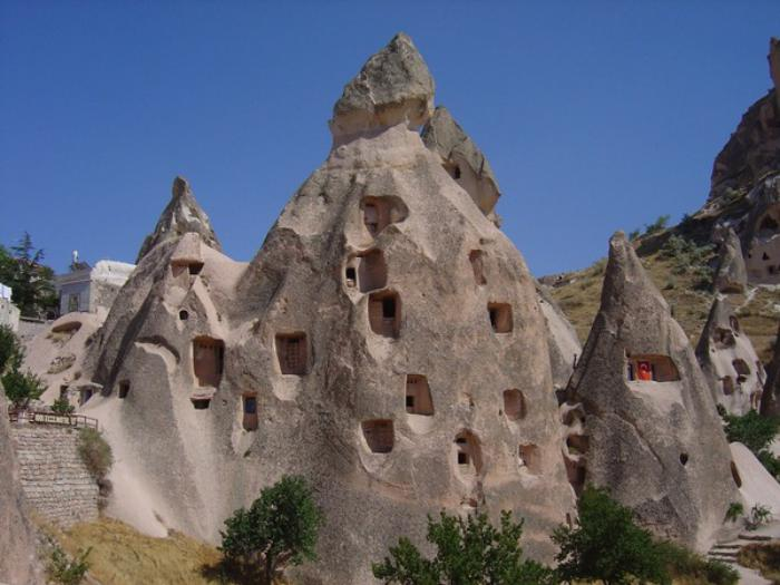 maison-troglodyte-les-cheminées-de-fée
