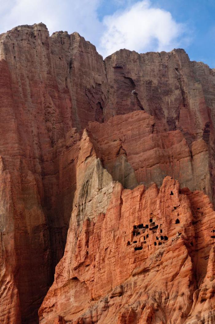 maison-troglodyte-maisons-incroyables-creusées-dans-la-montagne