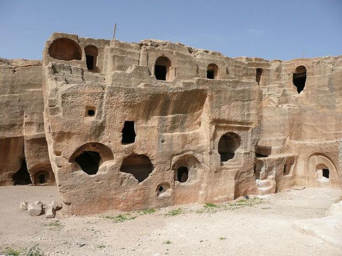 maison-troglodyte-village-troglodyte-maisons-creusées-dans-la-pierre