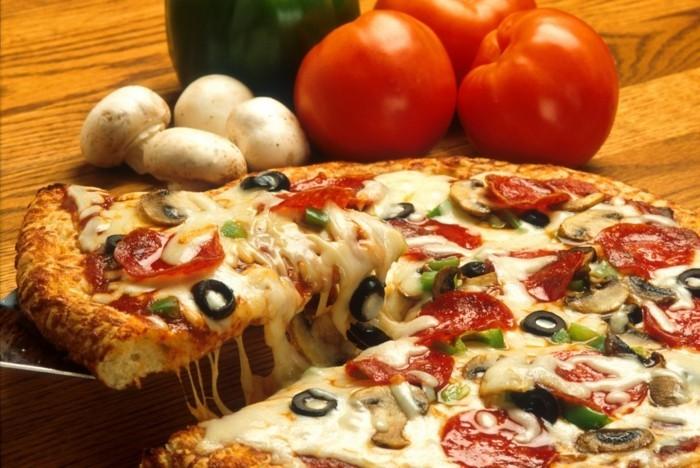 manger-la-meilleure-pizza-recette-de-pizza-plateau-préparation-tomato