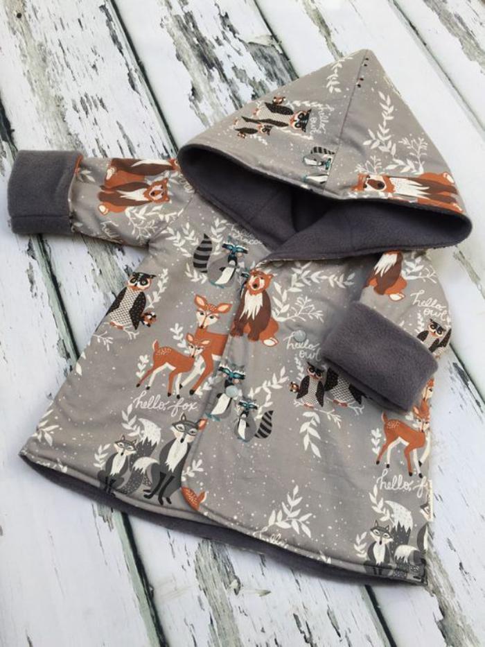 manteau-bébé-fille-avec-capuche-aux-imprims-originaux