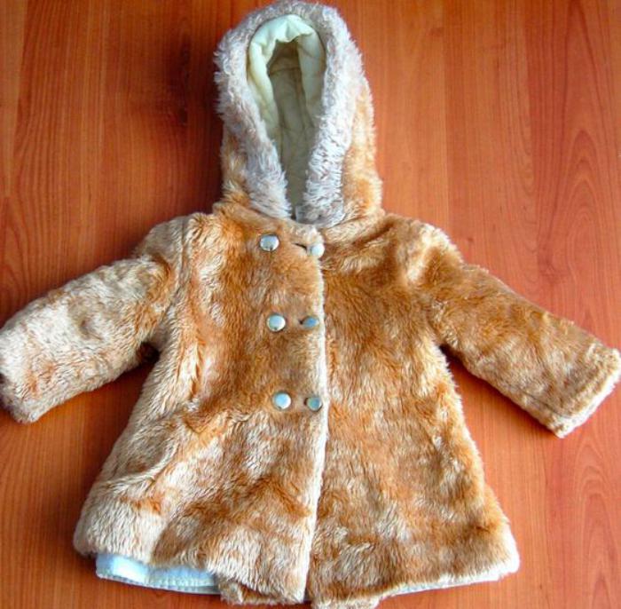 manteau-bébé-fille-vetement-d'enfant-en-fausse-fourrure