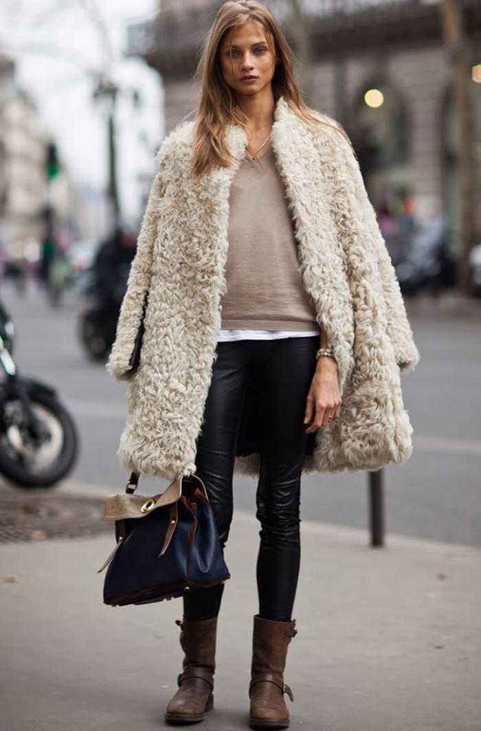 manteau-en-fausse-fourrure-blanche-et-pantalon-en-cuir-noir