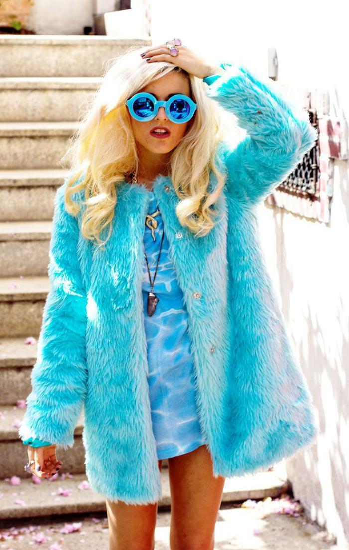 manteau-en-fausse-fourrure-bleu