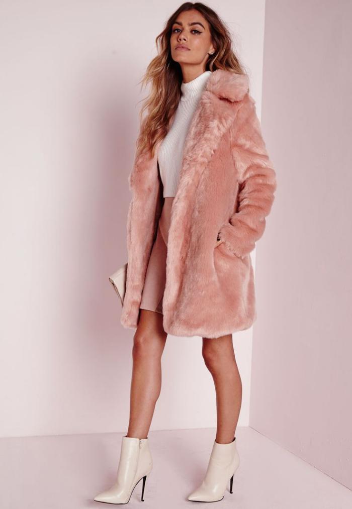 manteau-en-fausse-fourrure-bottines-blanches-superbes