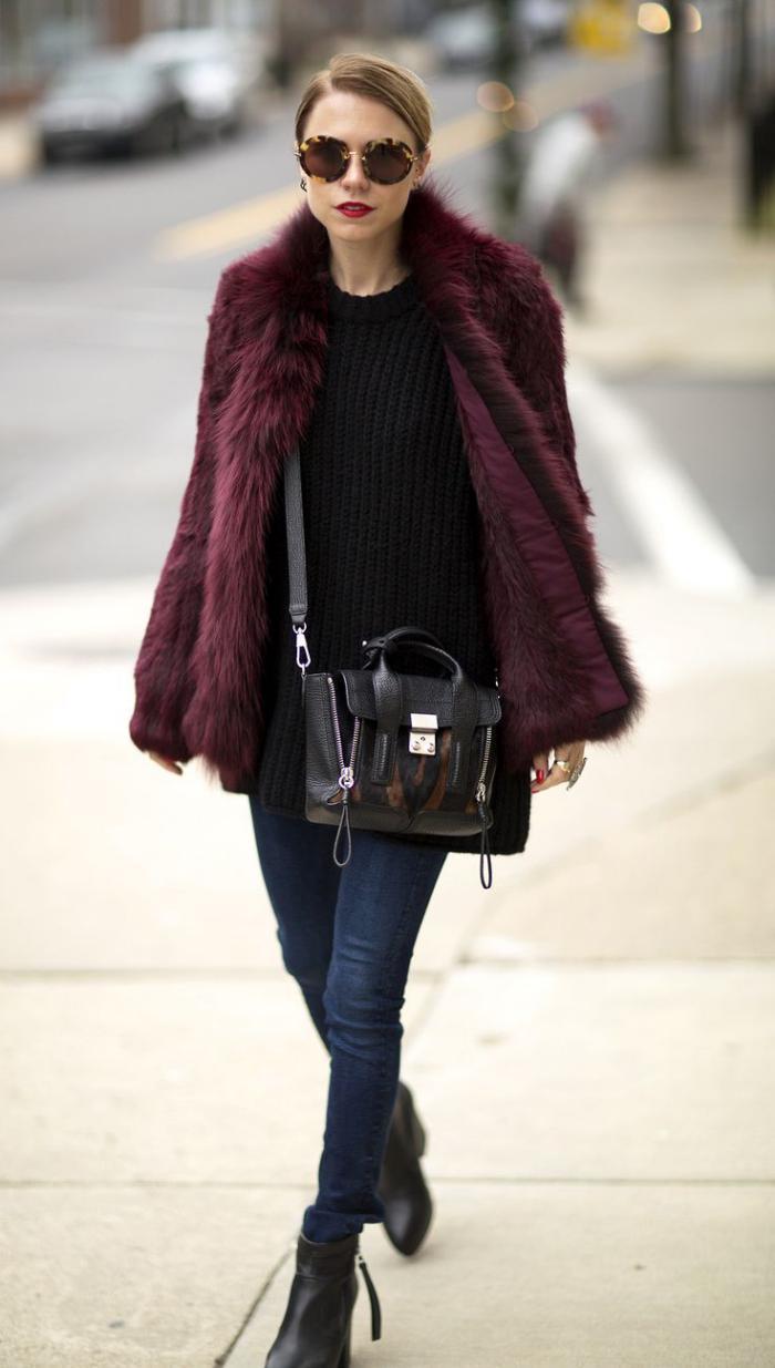 manteau-en-fausse-fourrure-couleur-bordeaux
