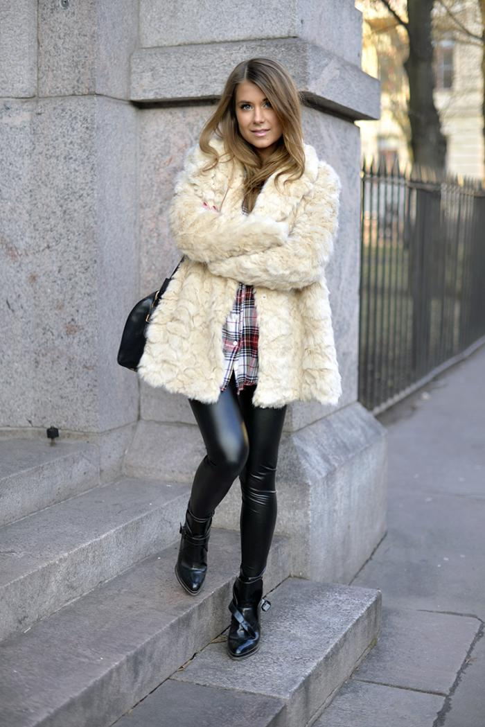 manteau-en-fausse-fourrure-crème-et-pantalon-noir