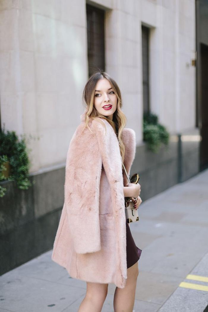 manteau-en-fausse-fourrure-rose-chic-pour-l'hiver