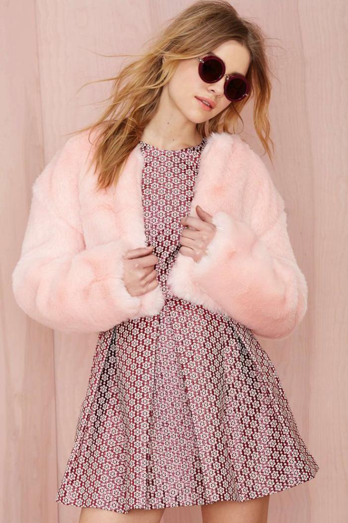 manteau-en-fausse-fourrure-rose-court