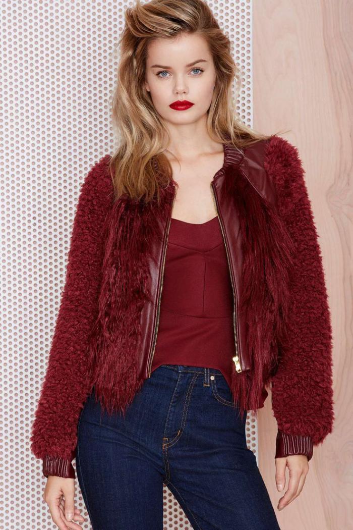 manteau-en-fausse-fourrure-rouge