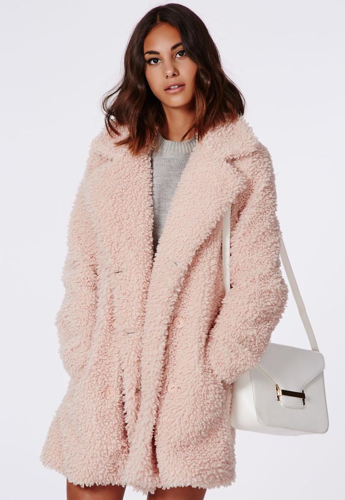 manteau-en-fausse-fourrure-tenue-originale-et-chaude