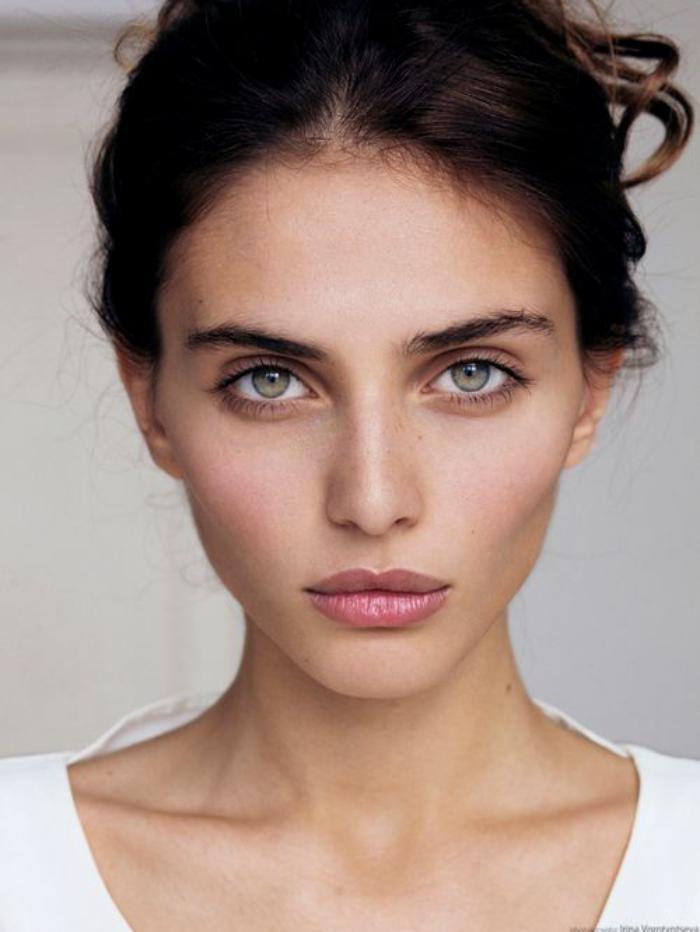 maquillage-simple-comment-se-maquiller-de-façon-élégante
