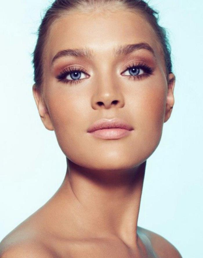 maquillage simple, idée maquillage yeux bleus, gamme pastel