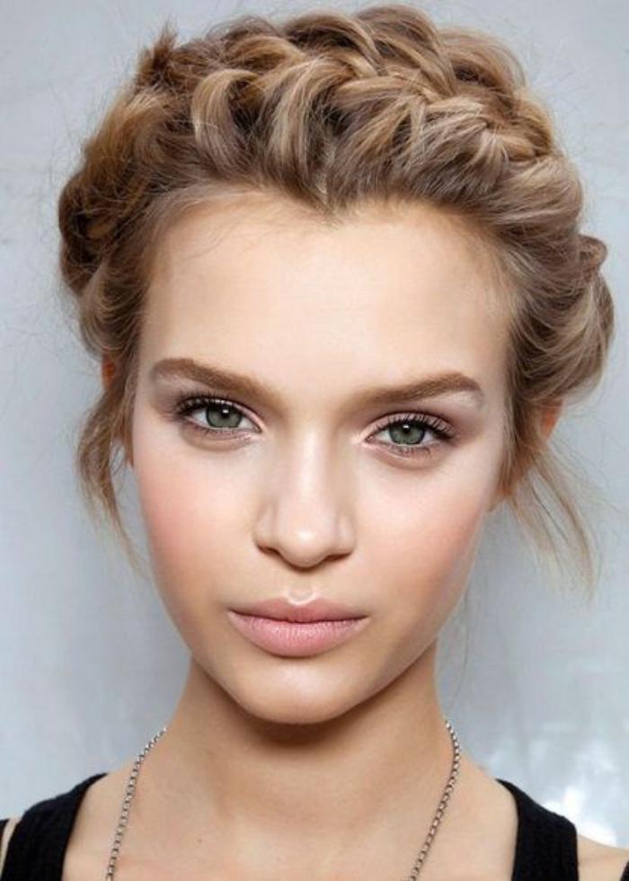 maquillage-simple-maquillage-neutre-idée-maquillage-yeux-bleus