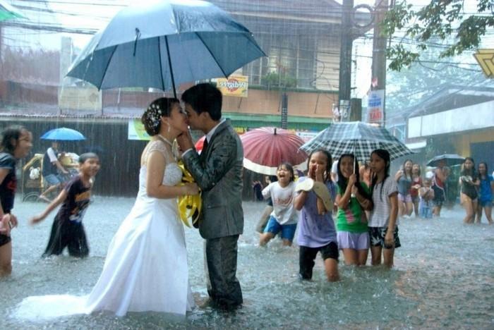 mariage-originale-idées-originales-mariage-beauté-il-pleut-photo-de-mariage-originale-jours-pacs-idée-cool